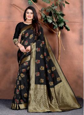 Deserving Designer Saree For Festival