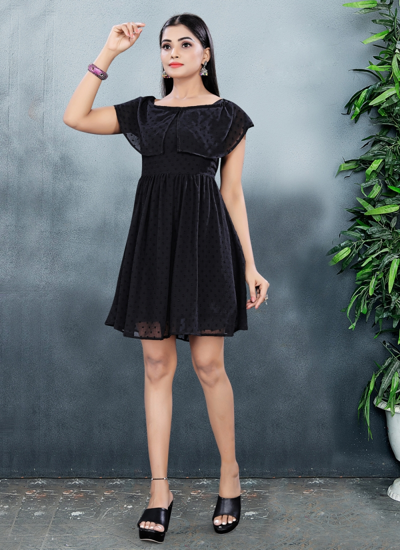 Gripping Black Plain Fancy Fabric Designer Kurti
