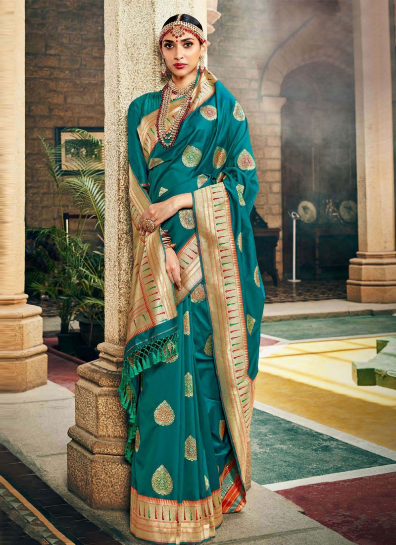 Resplendent Weaving Silk Designer Traditional Saree