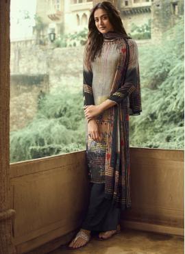 Spectacular Printed Pakistani Salwar Kameez