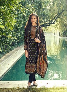 Stupendous Velvet Mehndi Pant Style Suit